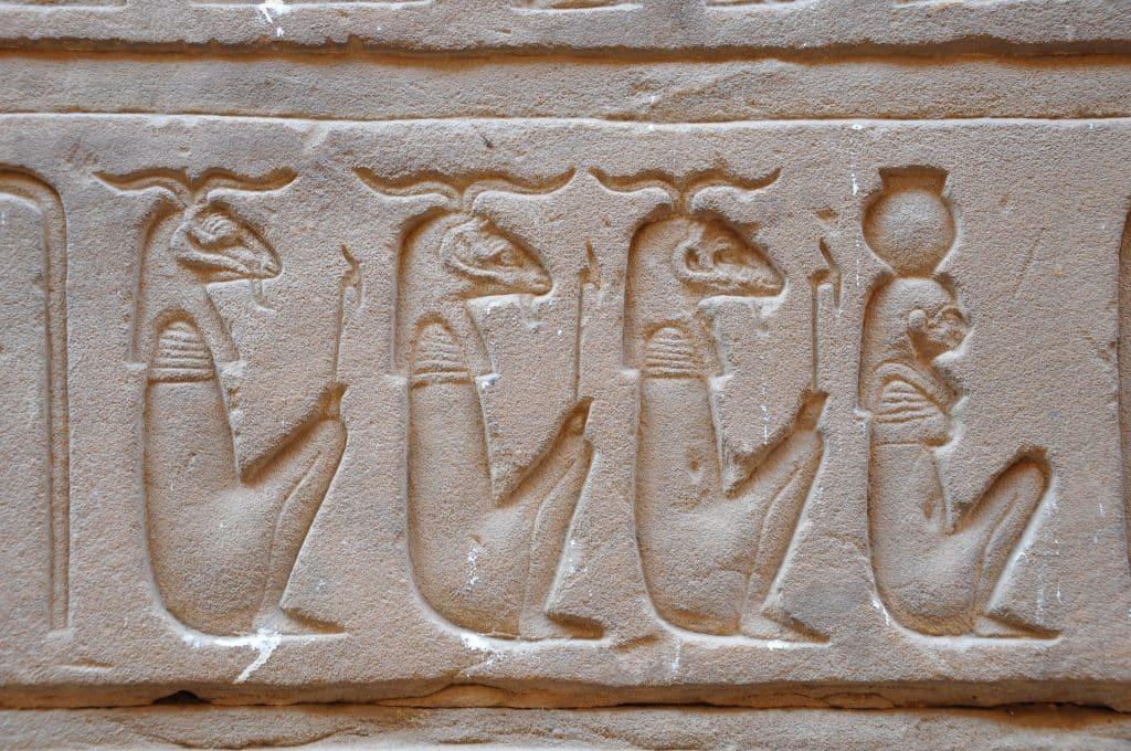 La xylogravure peut s'inspirer des hiéroglyphes pharaoniques
